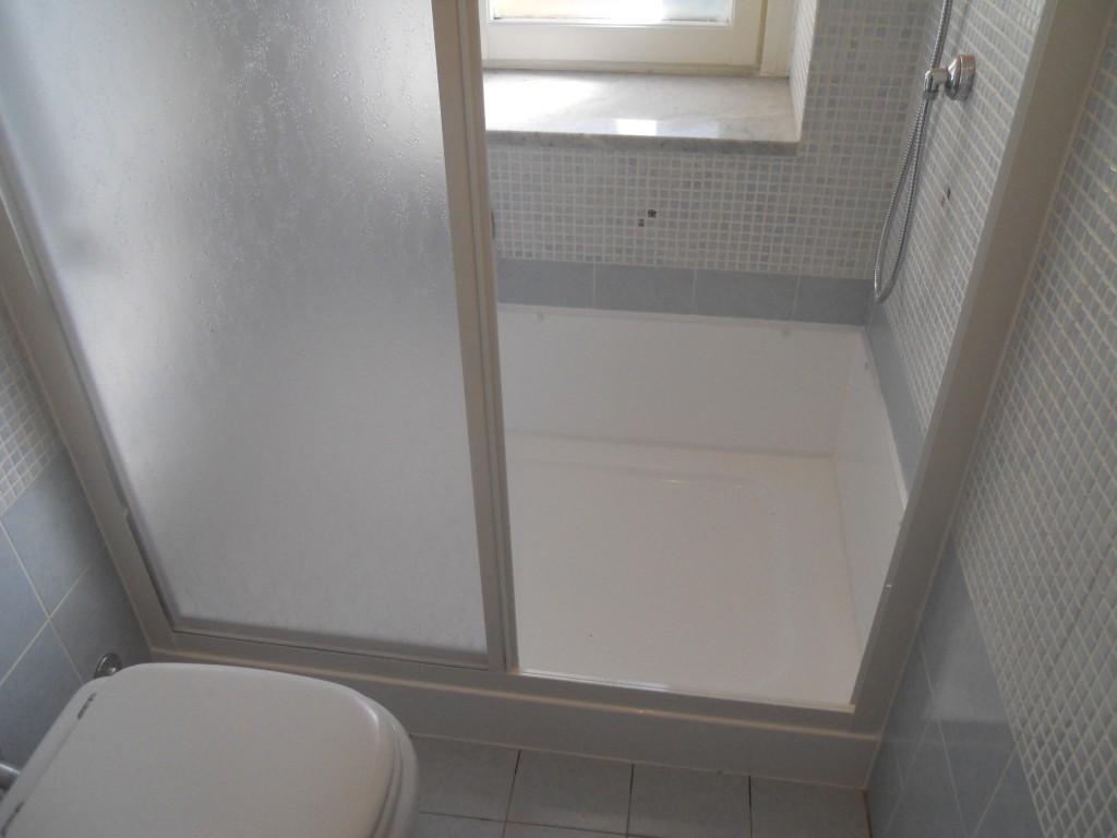 Tenda Per Vasca Da Bagno Piccola : Soluzioni doccia finestra. doccia modello walk in disenia with