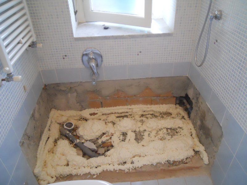 Vasca sotto la finestra 1  Trasformazione vasca in doccia